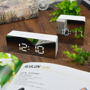 Przenośny nocny LED cyfrowy wyświetlacz biuro zegar sypialnia Wake Up światła LED zegar cyfrowy tabeli zegarek zegar na biurko Reloj Sobremesa tanie i dobre opinie Zegary biurkowe Z tworzywa sztucznego Plac DIGITAL 83mm Desk Mirror Clock 130g Kalendarze