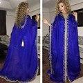 Cuello en V azul real de noche árabe Myriam Fares lentejuelas Dubai vestido de fiesta larga con capucha Party 2016 Abendkleider