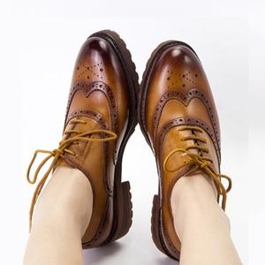 Image 1 - Kadın düz ayakkabı hakiki deri yuvarlak ayak flats platformu brogues bayanlar yaz kadın gladyatör düz kauçuk taban ayakkabı 2020