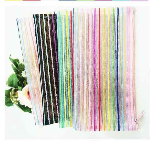 1 Pcs (Aleatório) linhas coloridas Sacos de Caso 2016 Caso Bonito Lápis De Pelúcia Grande Capacidade de Lápis Material Escolar Papelaria Pen Box