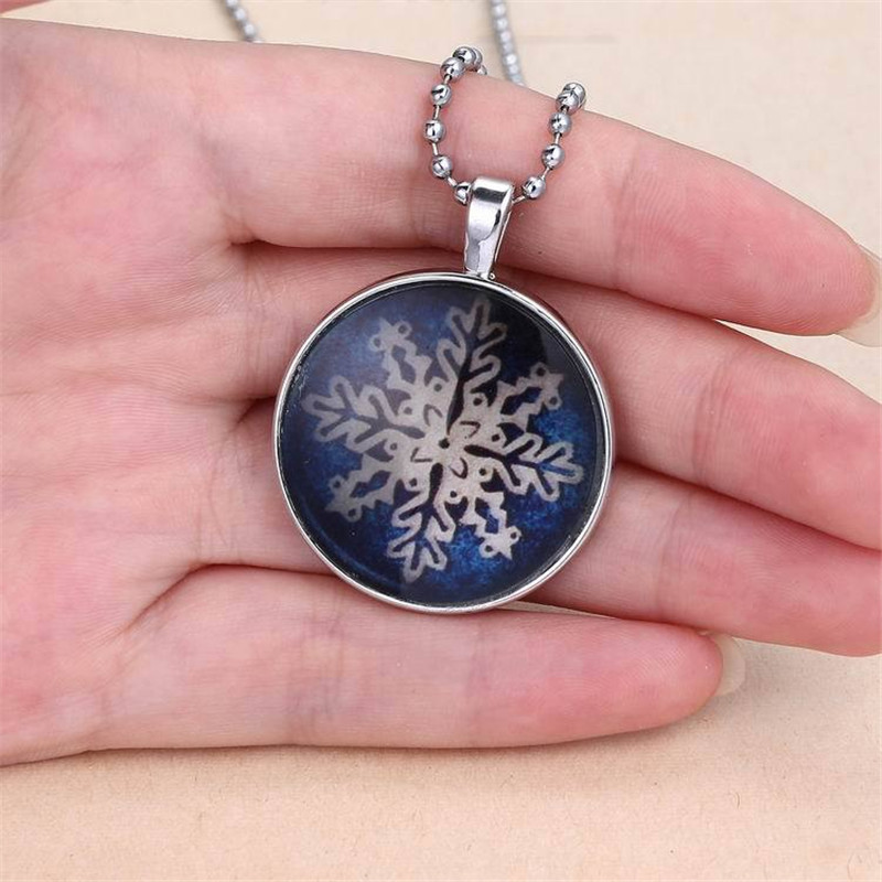 2017 Luminous Necklace Glow In the Dark Snow Flower Stone Pendant Long Necklace Chains Christmas Gift For Women