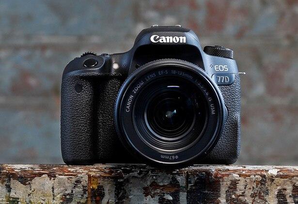 Canon eos 77d dslr kamera körper & 18-135mm lens kit
