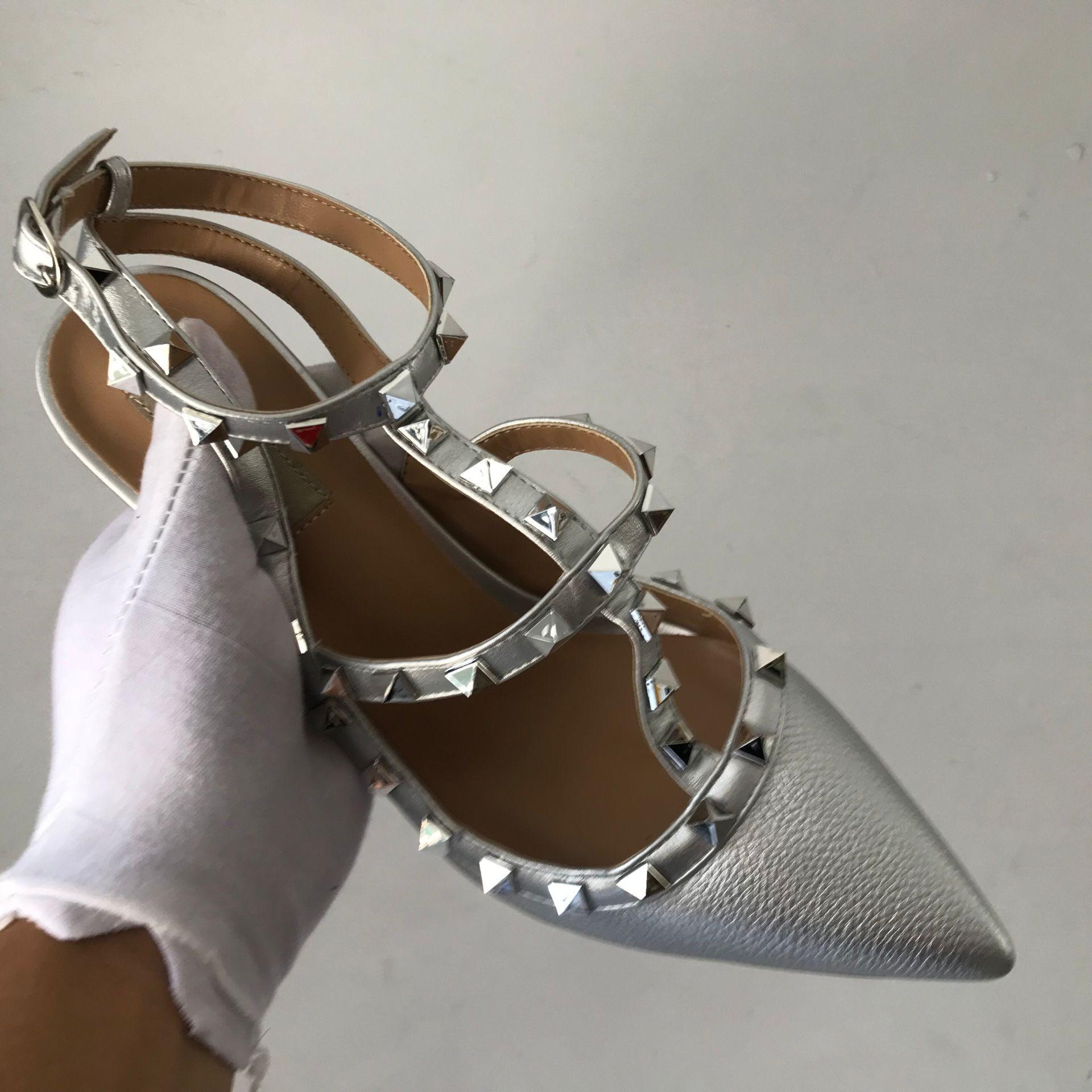2019 nouvelles chaussures de luxe femmes Designers femme chaussures rivetées talons minces chaussures à talons hauts sandales paresseux demi-décapant chaussures couleur or