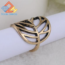 FreeShipping 2017 new Retro hollow leaves ring 1 pcs/lot fashion rings
