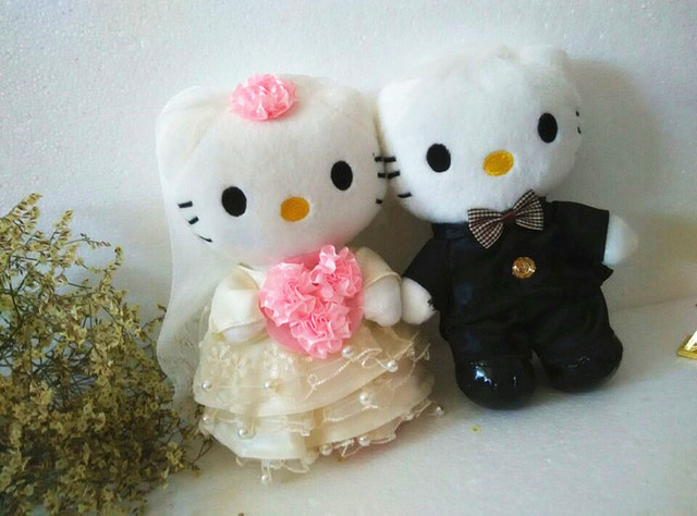 20cm Lace Pearl Design Hello Kitty Bride And Groom Wedding Cake Topper For Party