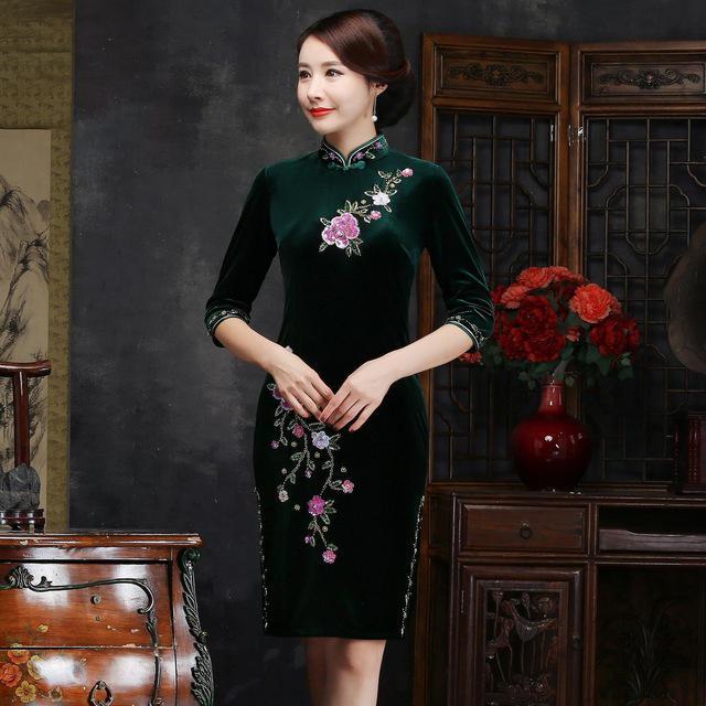 Осень зима для женщин вышивка Qipao пикантные высокие разделение Cheongsam Oversize 3XL 4XL Винтаж ручной работы и пуговицы платье Vestiidos - Цвет: Green Short
