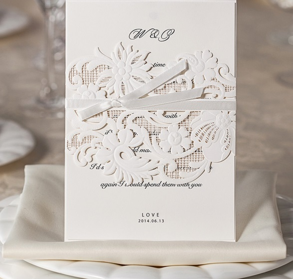 2017 New 50pcs Wishmade Wm203 Unique White Lace Hollow Flower Wedding Invitation Card With One Page