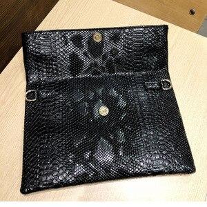 Image 5 - 2020 yeni el çantası katlanır zarf çantası kadın avrupa ve amerikan Trend yılan desen el vahşi parti çantası damla nakliye F47