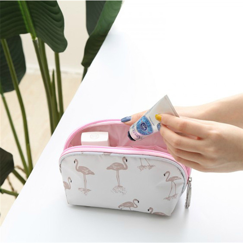 Traveling Cosmetics Storage Box With Han