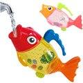 Los niños Baño de Pescado Lindo Juguete Divertido Pulverización de Agua de Juguete Bebé Tomar Una Ducha de Baño Colorido Regalo de Detección de Temperatura