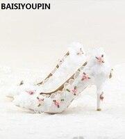 2017 Beyaz Dantel Şifon Çiçek ile Gelin Ayakkabıları Yüksek Topuklar sivri Düğün Ayakkabı Kız Elbise Ayakkabı Kadınlar 9 cm Düşük Topuklu pompalar