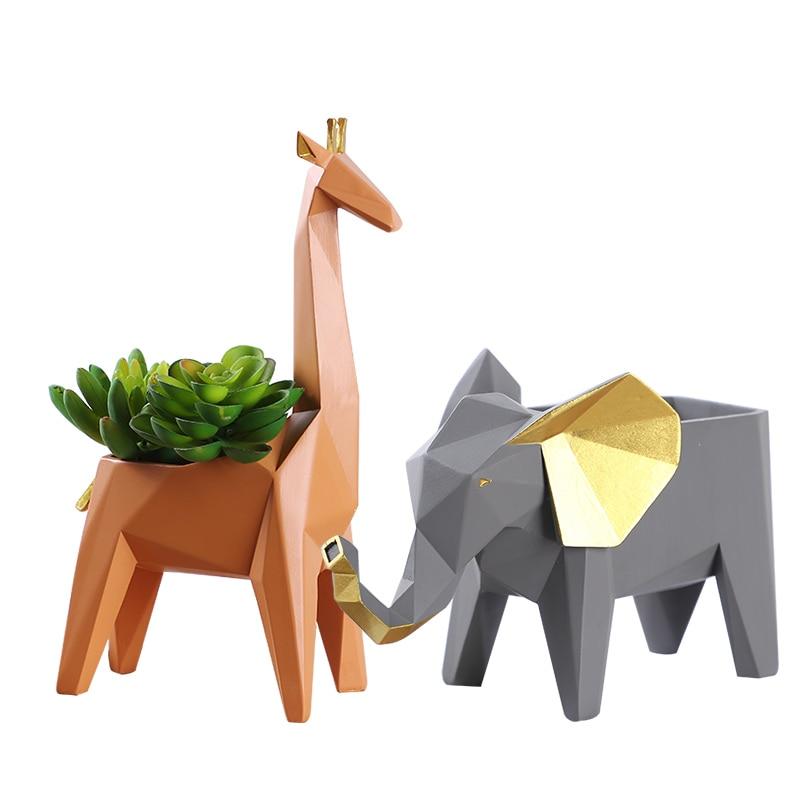 Unique geometric line shape animal desktop small item storage box African elephant giraffe desktop resin small sculpture african elephant