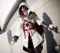 [Stock]Hot Anime High Quality Custom Made Assassins Creed 2 II White Cosplay Costume Ezio Uniform Suit Free Shipping