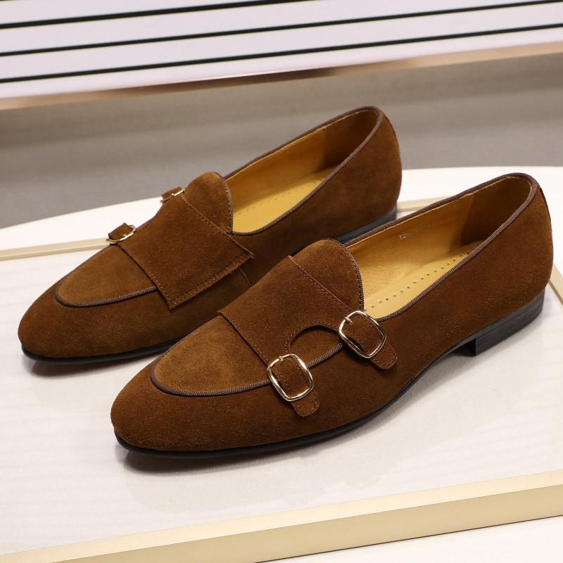 Модные дизайнерские Замшевые мужские лоферы; цвет черный, коричневый, зеленый; повседневные модельные туфли для свадебной вечеринки; мужские туфли с ремешком; размеры 39 46