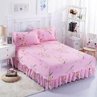 Elegante En Mooie Katoen Roze Bloemenprints Comfortabel En Ademend Warm Beddengoed Drie Sets Van Bed Rok + Kussenslopen