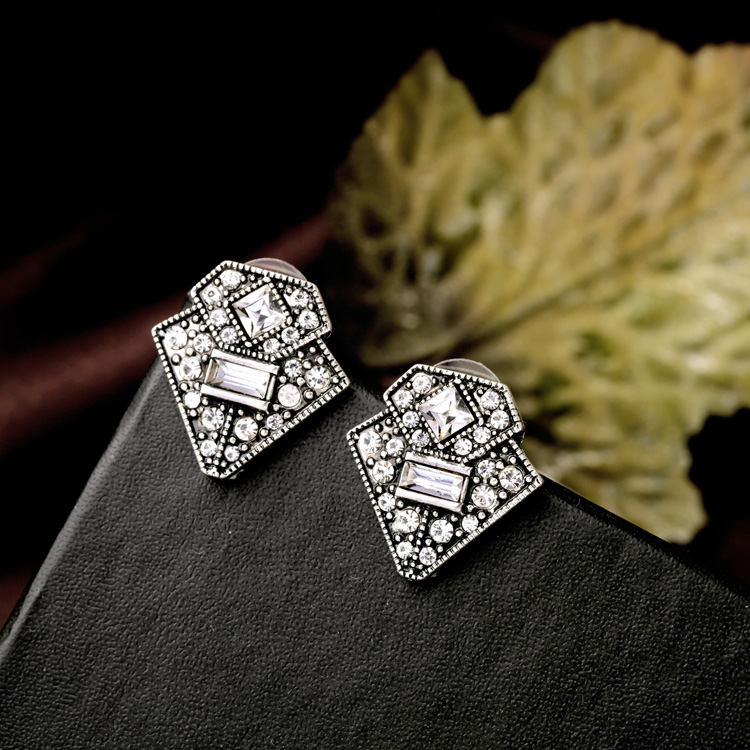 ir lucy stud earrings deco q art