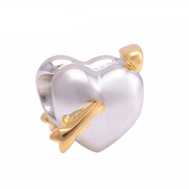 Do amor Do Coração com Flecha de Ouro Flutuante Encantos 925 Sterling Silver Moda Jóias DIY Fazendo para As Mulheres Se Encaixam Pulseiras Marca Charme