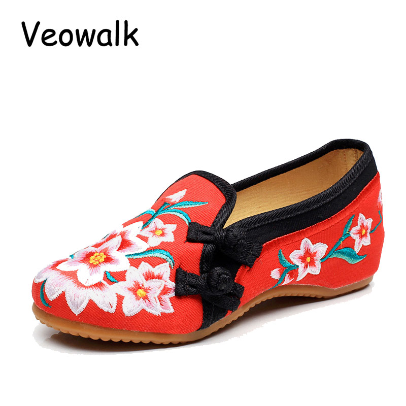 Veowalk New Women Flats Slip On Cotton Fabric Casual Shoes Comfortable Red Flowers Embroidery Woman Old Beijing Cotton Shoes vintage embroidery women flats chinese floral canvas embroidered shoes national old beijing cloth single dance soft flats