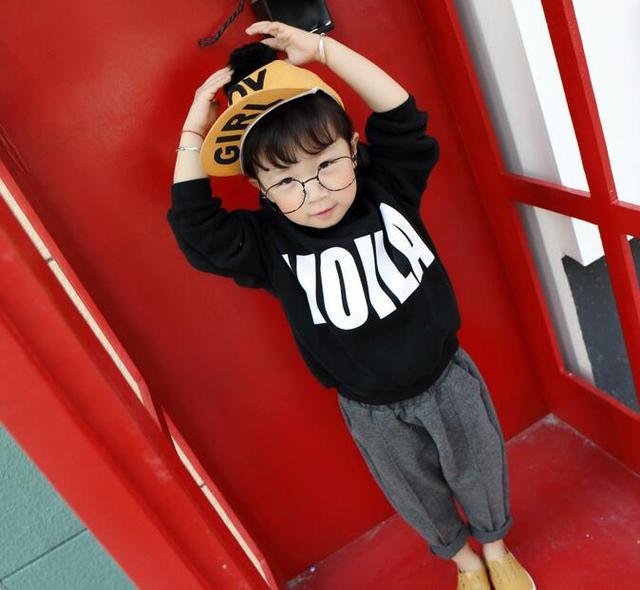 Детская мода малыш мальчик девушки одежды напечатанная письмом плюс бархат кофты мальчиков зима осень топ девушка теплое пальто с длинным рукавом