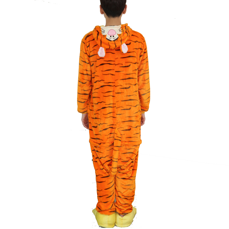 Kawaii Flannel Pijama kigurumi For men Minion Panda Tiger Giraffe Onesie Adult Sleepwear Couple Pyjamas Halloween Party Jumpsuit (3)