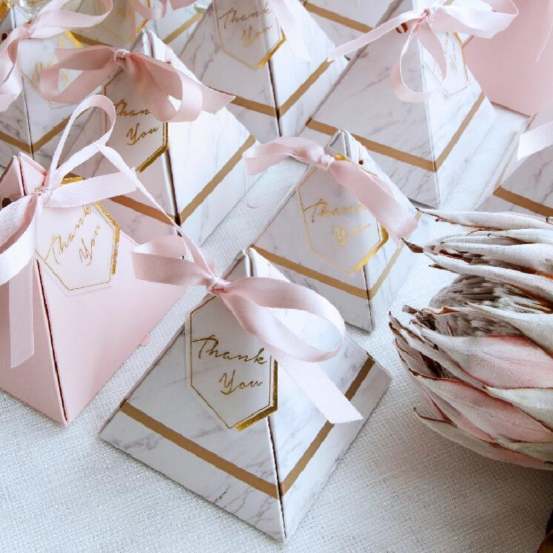 50 PCS Europe Triangular Pyramid Style Wedding Favors And Gift Box Paper Candy Box  With THANKS Card & Ribbon For Party Supplies