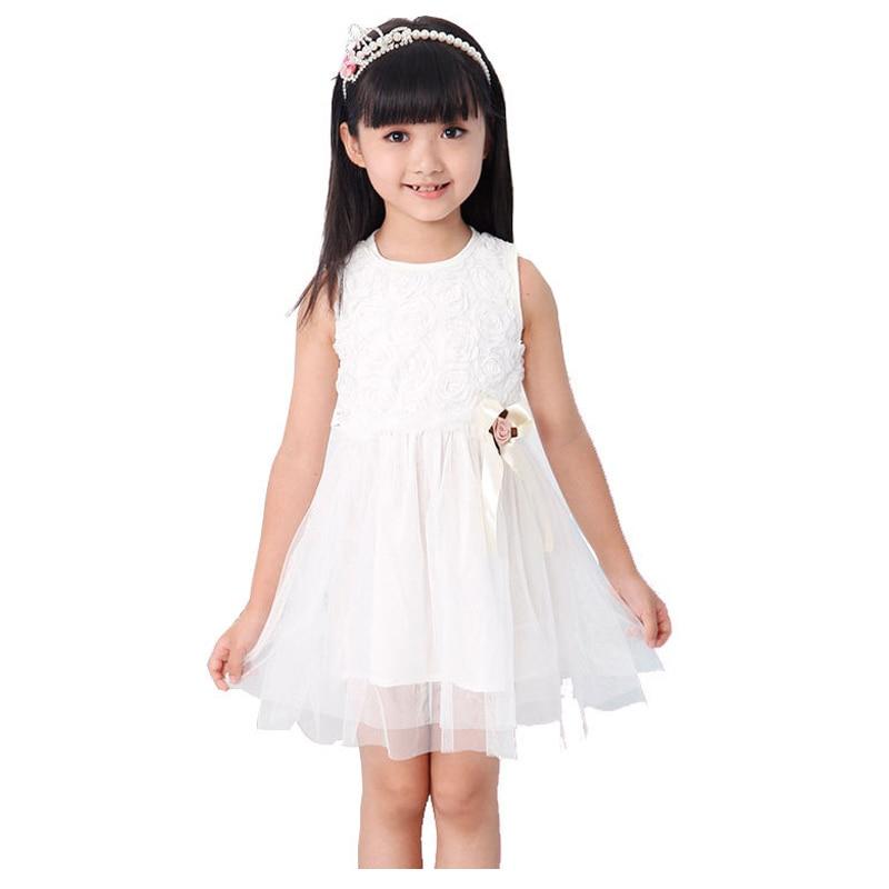 Модели детей в платьях