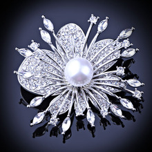Exquisite rose gold plated crystal rhinestone brooch Fashion flower brooches for women