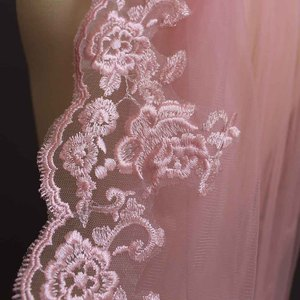 Image 4 - Real Photos One Layer Pink Lace Short Wedding Veil with Comb Beautiful 1 Meter Bridal Veil Voile De Mariee 100CM