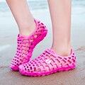 2017 Summer Lover Unisex Hueco Agujero Sandalias Mulas Calzado Zapatos Par de Zapatos de Las Mujeres antideslizantes Pisos de Playa Casuales Sandalias