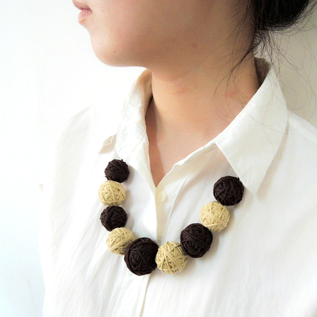 2016 Trendy fashion mom necklace cotton yarn crochet ball chunky beads fade Coffee color nursing necklace Bib EN47