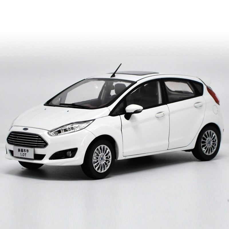 где купить 1:18 Diecast Model for Ford Fiesta 1.0t 2013 White Rare Alloy Toy Car Miniature Collection Gifts дешево