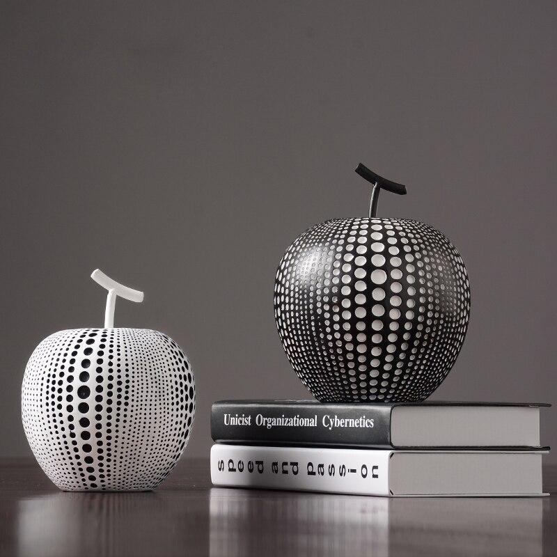 Europe noir et blanc pomme résine originalité décoration de la maison artisanat table bureau décoration halloween cabochon pomme Figurines
