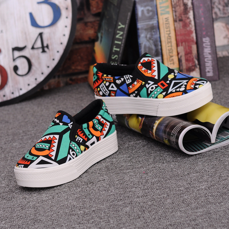 Canvas Shoes Women Girl 2016 New Footwear Female Slip On Platform Casual Shoes Flatform Autumn Graffiti Round Toe Loafers Flats (6)