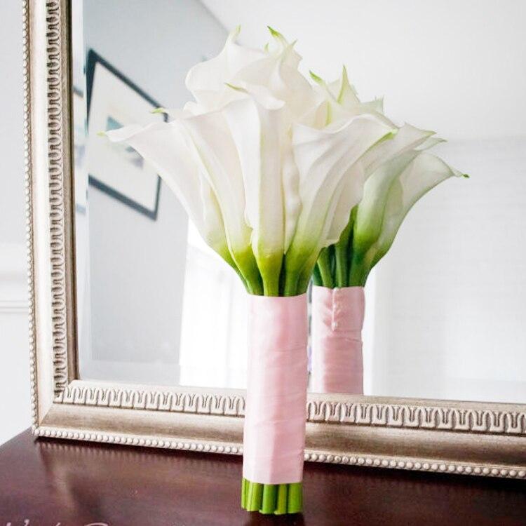 Свадебный цветок белая Калла Лилия невесты держащих цветы