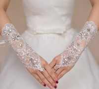 2016 Hot Sale Gorgeous Bridal Gloves Wedding Gloves With Lace Appliques Beads Sequins Finger Ivory White
