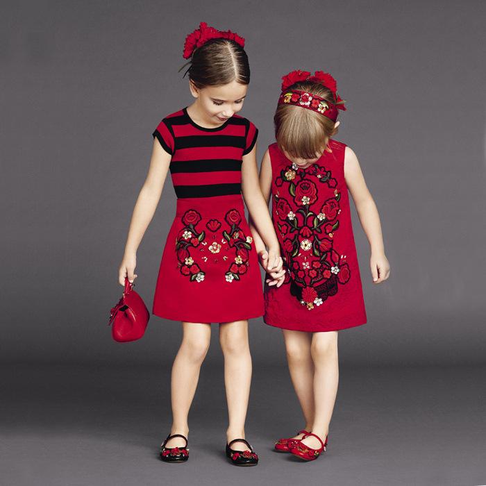 muchachas del verano se visten ropa de los cabritos de la marca beb ropa de