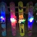 1 UNIDS LED Juguetes de Los Niños Del Reloj Relojes de los Niños de Juguetes LED Parpadeante Pulseras LED Light-up Juguetes Intermitente Navidad regalo Juguetes FG08