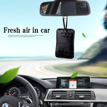 Carori car perfume pendant hanging with aromatherapy zeolite sachet to remove peculiar smell.