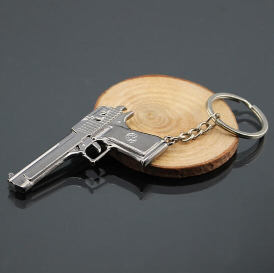 2017 Hot Game Manufacturers Around The Game Gun Mold Key Ring Arms Automatic Pistol Keychain Pendant Action Toy 287