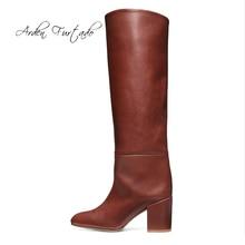 Arden Furtado/Модная женская обувь; зимние пикантные элегантные женские сапоги с острым носком на не сужающемся книзу массивном каблуке без застежки; однотонные сапоги до колена