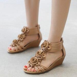Image 5 - TIMETANG Sandalias de gladiador para mujer, zapatos de plataforma a la moda, con tacones medios y Punta abierta, informales, de cuero suave, novedad de verano