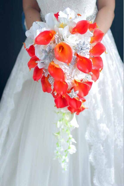 Waterfall-style-bouquet-Fashion-PE-Crystal-Artificial-Bride-Hands-Holding-Calla-Flower-Wedding-Bridal-Bouquet-green.jpg_640x640