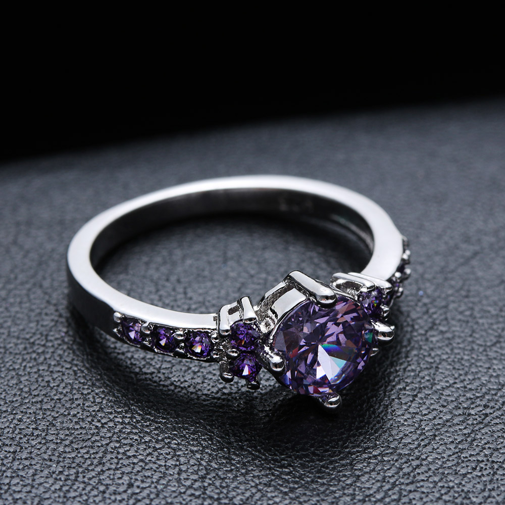engagement rings nice wedding rings Floral Detailed engagement rings are perfect for the woman that wants to throw the traditional setting to the wind They are very romantic and typically add