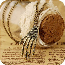 Bling-World Womens Girls Vintage Punk Gothic Skull Hand Pendant Long Chain Necklace Delicate