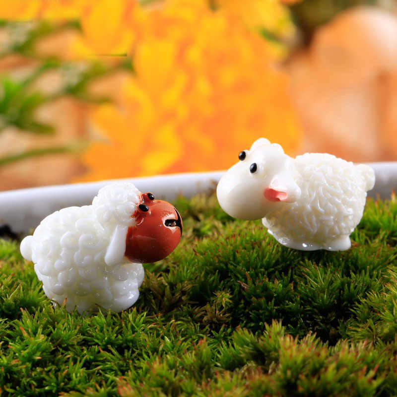 Cute Mini Sheep Resin Crafts Home Decorative 2018 Fashion Artificial Figurine Fairy Garden Miniatures Micro Landscape 2 Pcs