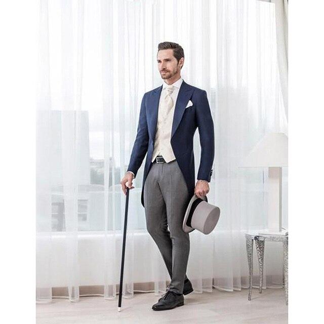 cdf9018beab7 € 72.78 |2017 azul clásico hombres traje FRAC 3 unidades boda Trajes para  hombres groomsmen suit dos Botones slim fit (chaqueta + Pantalones + ...