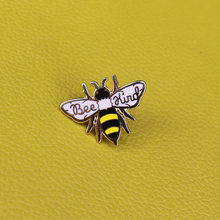 Ape tipo dello smalto pin carino honey Bee distintivo essere tipo pin risparmia le api spilla estetica pins animale dei monili del regalo accessori donna(China)