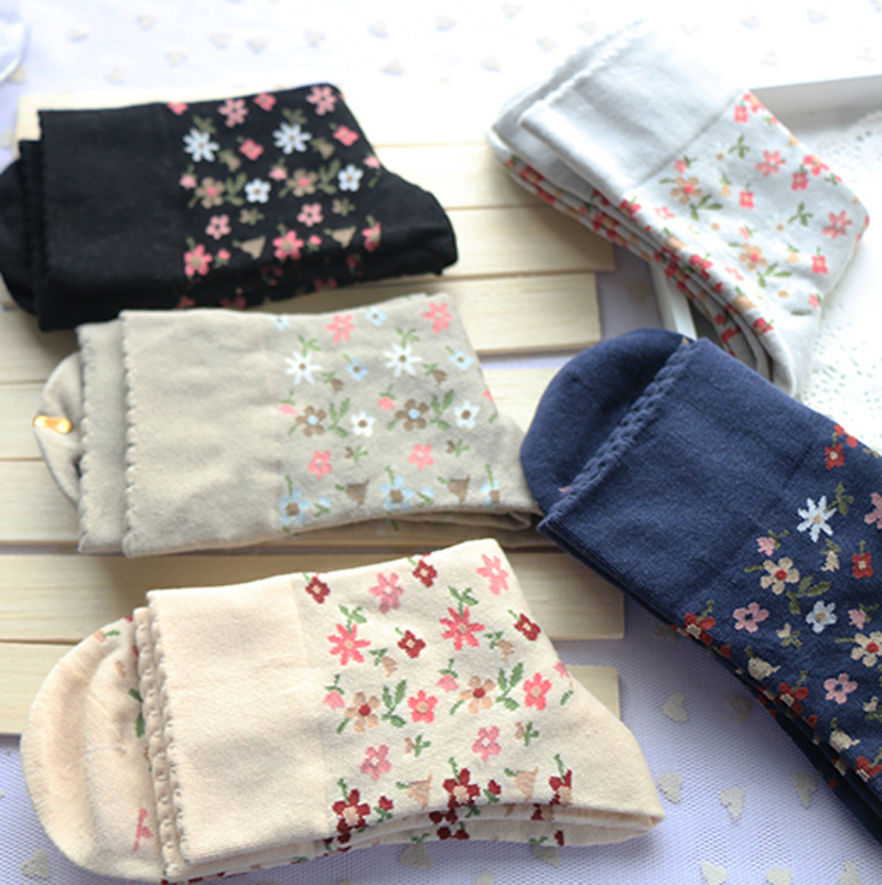HOT Sales Autumn/Winter 5 Pairs/Lot Woman Harajuku Flower Long Tuble Socks Lady/Girl/Students Cotton Breathable School Meias