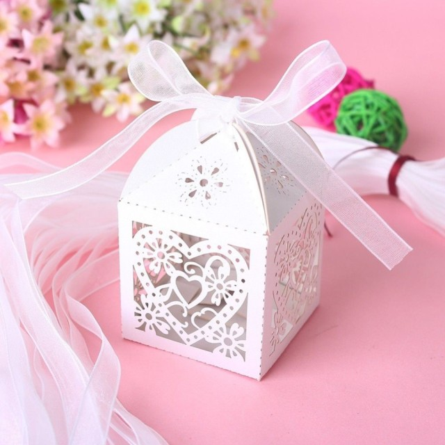 Love Heart Laser Cut Candy Gift Bo With Ribbon Wedding Party Favor Creative Bags Free