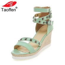 c129c2d0f7 Tamanho 34-43 TAOFFEN Moda Rivet com Tira No Tornozelo Cunhas Altas  Sandálias Cunhas das Mulheres de Verão Sandálias Sapatos Mul.